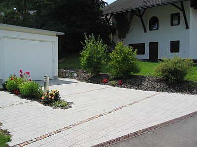 natursteinplattenverlegung, aussenanlagen, blumenhaus und, Garten seite